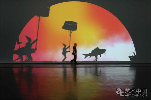 此外日本艺术家山村浩二带来了纸上铅笔画动画,探索个人与外部世界